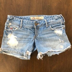 Hollister distressed light wash jean shorts size 0